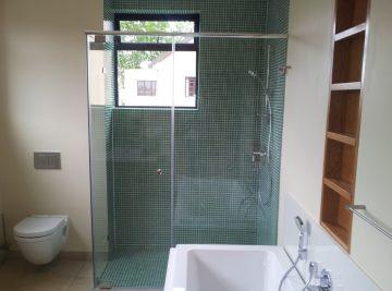 Frameless showers ft